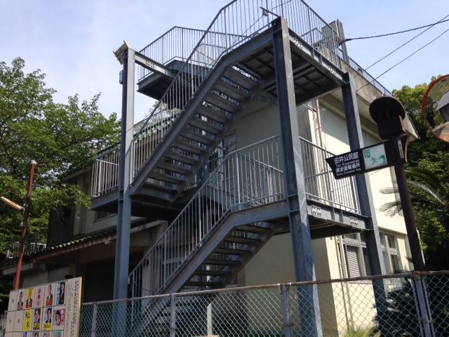 避難階段の設備がついた集会所