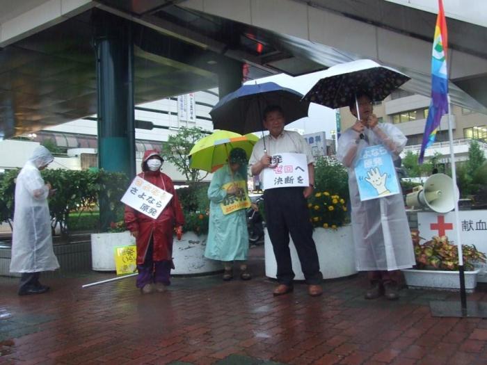 雨の中 原発反対!
